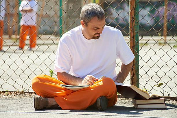 étudiant en emprisonné - prison photos et images de collection