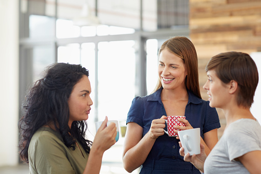 Shot of young women having a conversation during a coffee break in an officehttp://195.154.178.81/DATA/i_collage/pu/shoots/804837.jpg