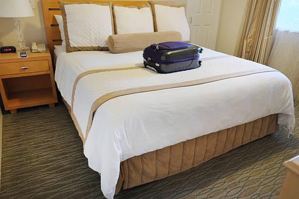 lit drap defait photos et images libres de droits istock. Black Bedroom Furniture Sets. Home Design Ideas