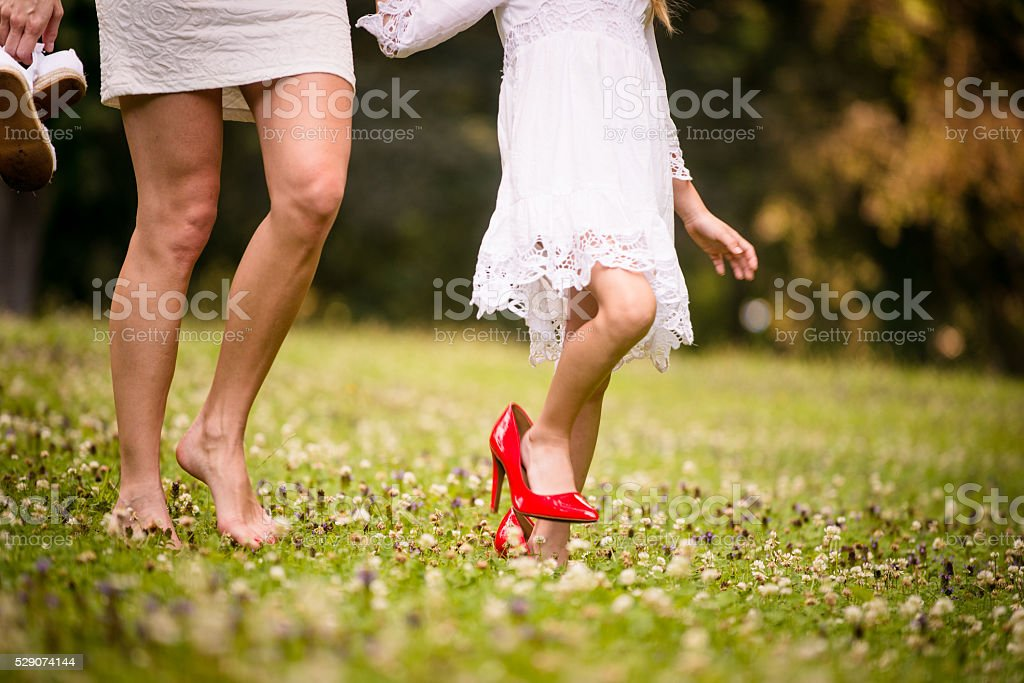 In lei shoes-Madre e figlia - foto stock