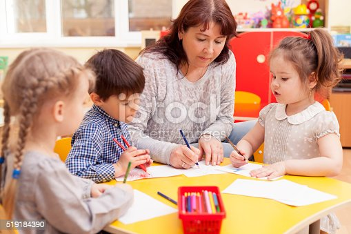 istock In kindergarten drawing lesson 519184390