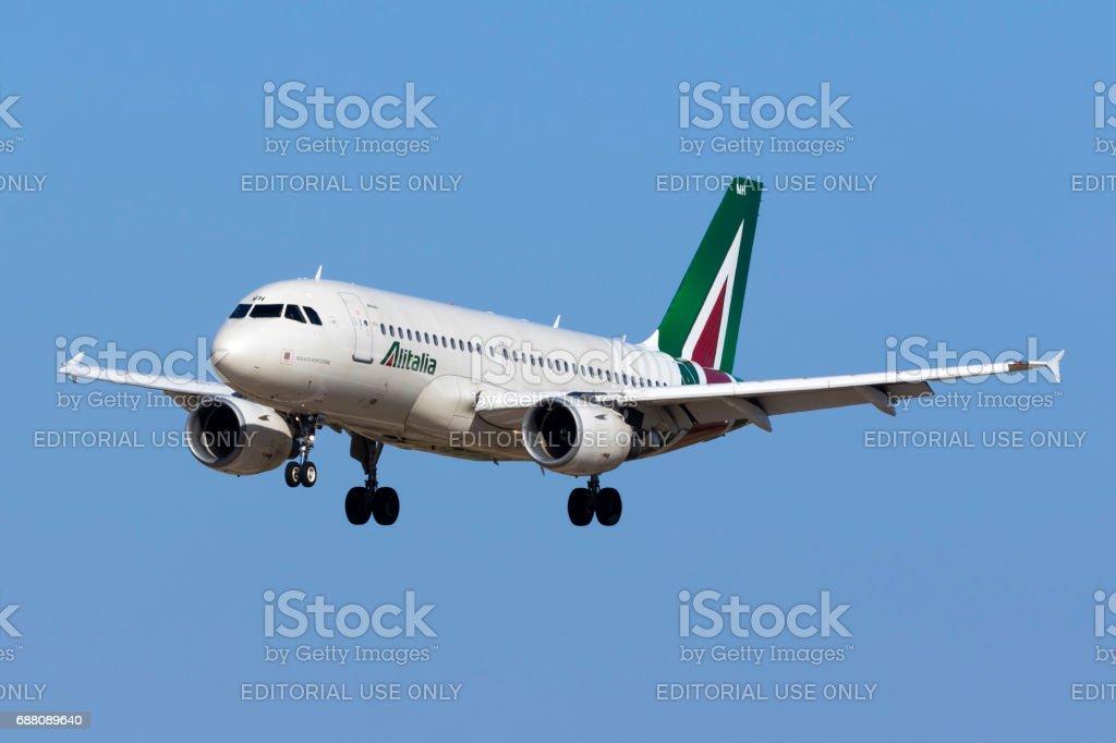 A319 in Latest Alitalia Livery - foto stock