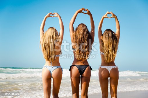 istock In love with Summer 912294648