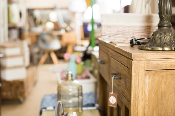 Im Laden von antiken Möbeln – Foto