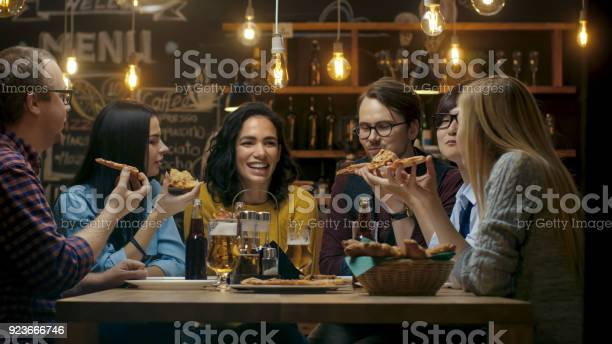 In the bar restaurant group of diverse young people eat slices of picture id923666746?b=1&k=6&m=923666746&s=612x612&h=aki2dkz9mjfuanr m1ahhwhytcsbrtp8ywqzepfcf4k=