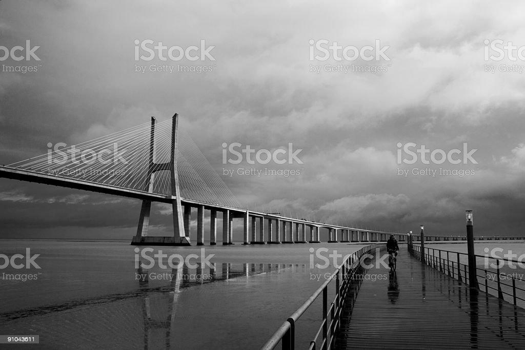 BTT en el puente - foto de stock