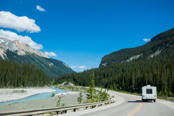 RV in den kanadischen Rocky Mountains, Banff Nationalpark, Alberta, Kanada – Foto