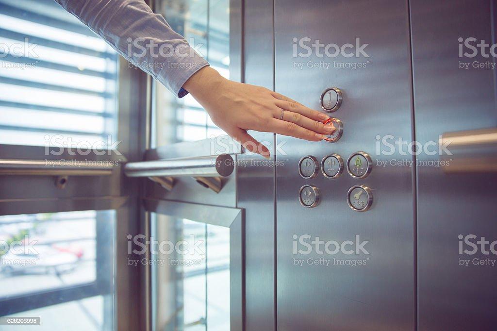In im Aufzug – Foto