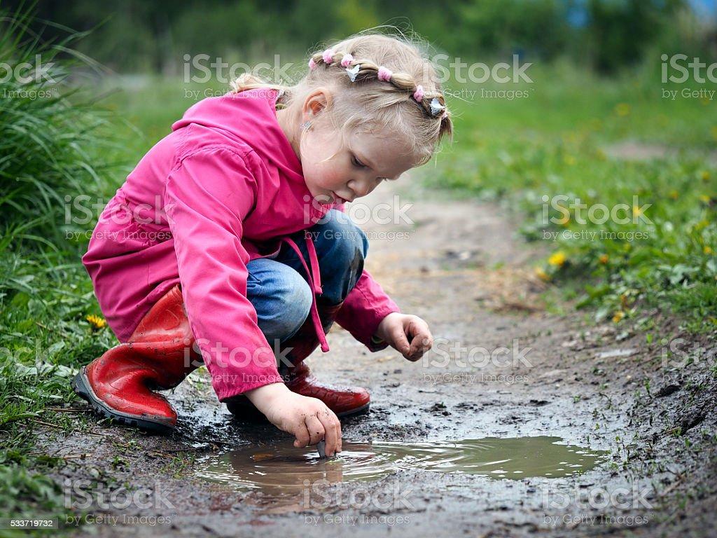 Niño jugando en la piscina. - Foto de stock de Adolescente libre de derechos
