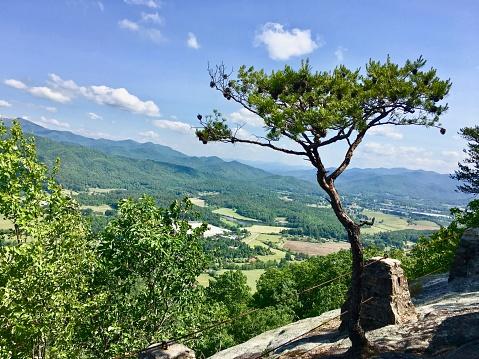 In De Lucht Op De Rotsen Stockfoto en meer beelden van Berg
