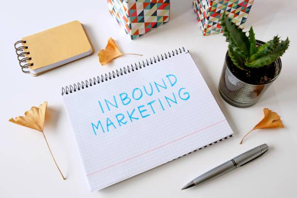 inbound marketing written in a notebook - inbound marketing imagens e fotografias de stock