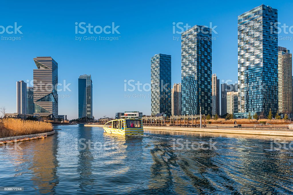 Incheon, Central Parque en Songdo Internacional distrito de negocios, - foto de stock
