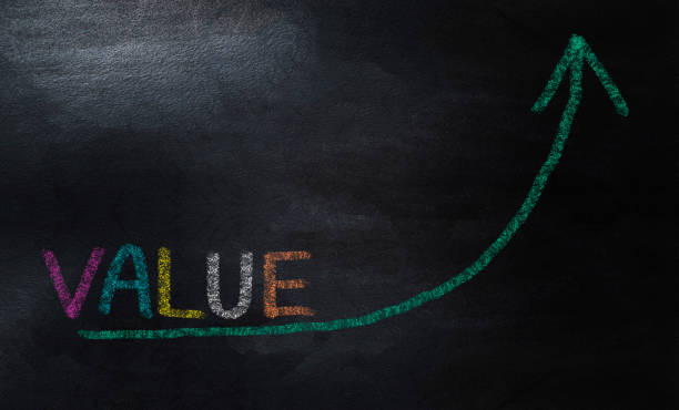 Erhöhen des Werts Pfeil Diagramm Konzept. Zeichnen wachsender Wertdiagramm mit bunten Kreide – Foto