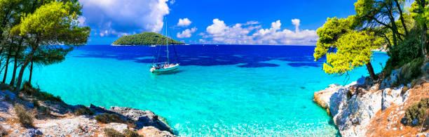unglaubliche natur von skopelos insel, türkisfarbenen meer kastani beach. griechenland - ägäische inseln stock-fotos und bilder