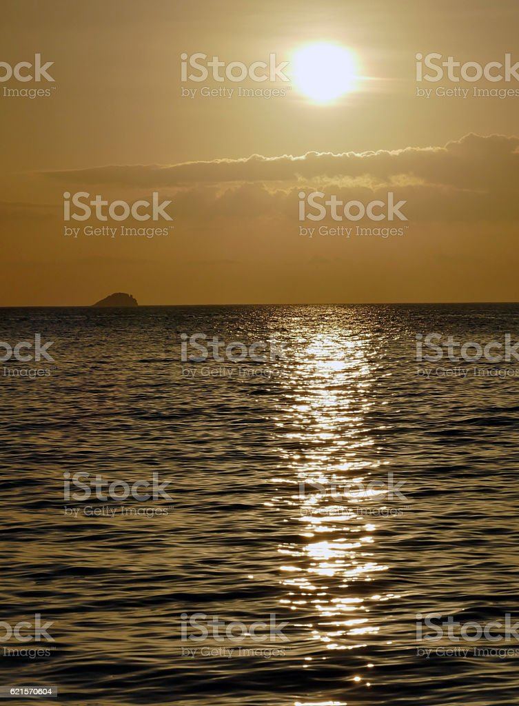 Incredibly beautiful sunset on the azure ocean photo libre de droits