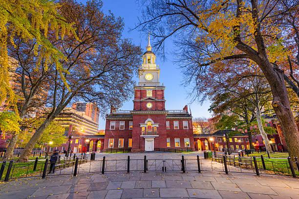 independence hall of philadelphia - nationaal monument beroemde plaats stockfoto's en -beelden