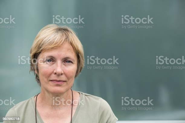 Independent senior woman with short hair portrait outdoors picture id992980718?b=1&k=6&m=992980718&s=612x612&h=7qpv6edm wdot 7bpfdyiws34zi5afs2p5e cqgu3ew=
