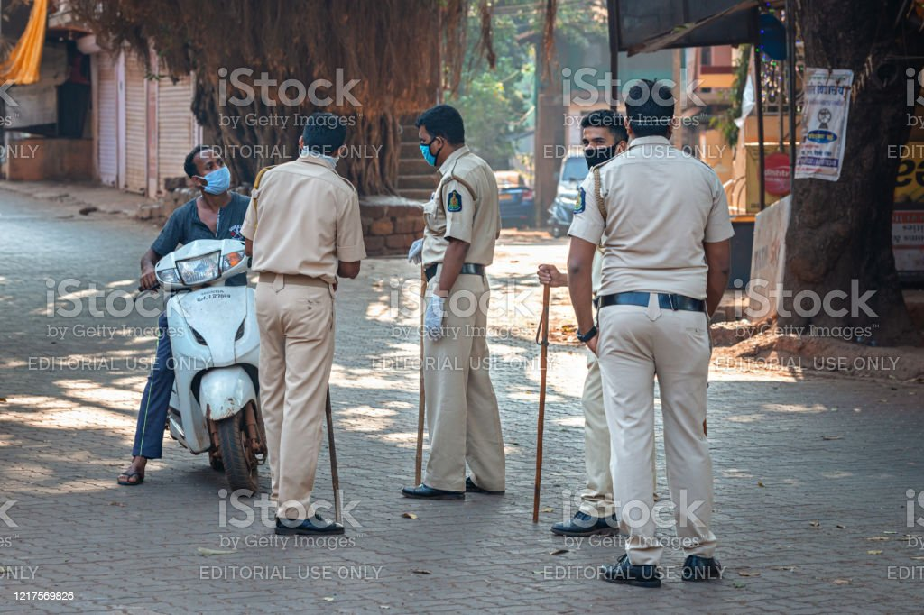 03/28/2020 India, GOA, Arambol, Police (CRPF) personnel stops and controled commuters during Indian lockdown and curfew as preventive measure against COVID-19 coronavirus 03/28/2020 India, GOA, Arambol, Police (CRPF) personnel stops and controled commuters during Indian lockdown and curfew as preventive measure against COVID-19 coronavirus Army Stock Photo