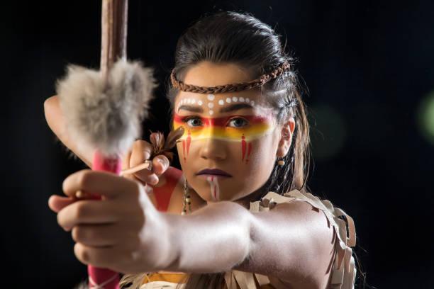 indien nativa americana apache - indianer make up stock-fotos und bilder