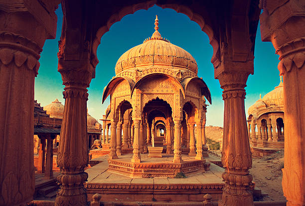 India,Bada Bagh cenotaph in Jaisalmer, Rajasthan The royal cenotaphs, also known as Jaisalmer Chhatris, at Bada Bagh in Jaisalmer. Made of yellow sandstone at sunset antediluvian stock pictures, royalty-free photos & images