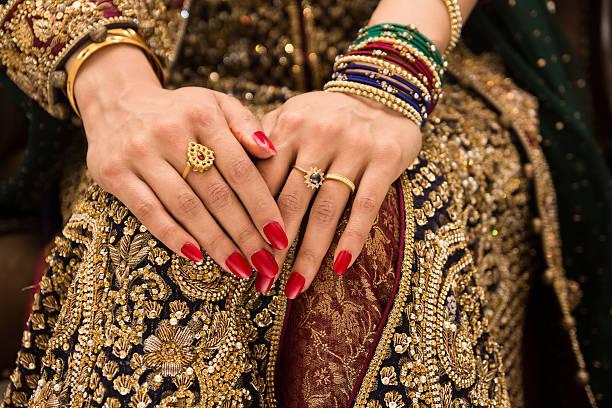 indienne mariée de mains - mariage musulman photos et images de collection
