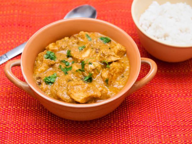 Indisches Huhn in Cashew-Nusssauce mit Reis – Foto