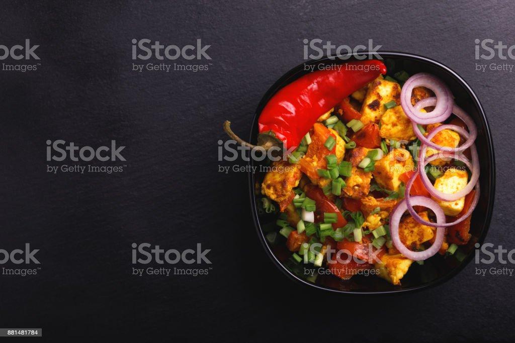 Indische Küche. Paneer Tikka Kabab. Asiatischer Salat. Ansicht von oben – Foto