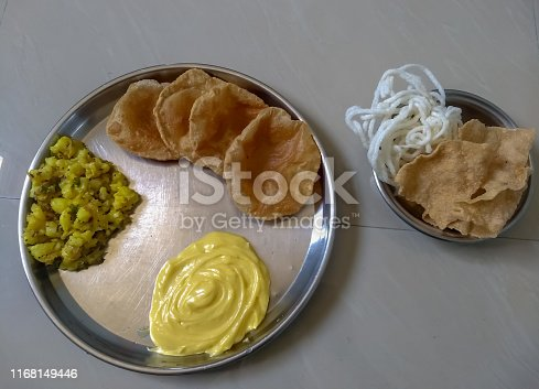A photo of Indian dinner meal,sabji and roti.