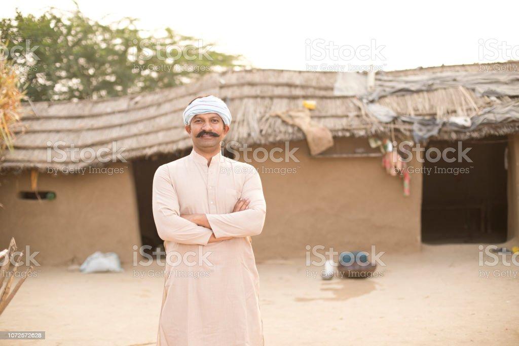 Indischen Bauern vor Dorfhaus – Foto