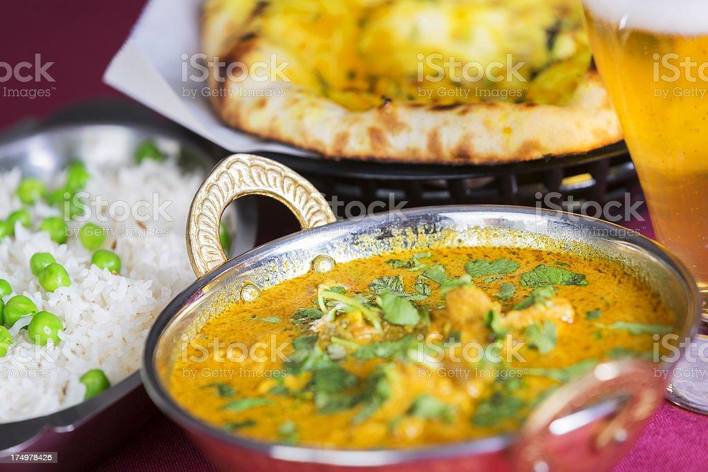 Indische Küche Butter Huhn Mit Basmatireis Und Naanbrot Stock ...