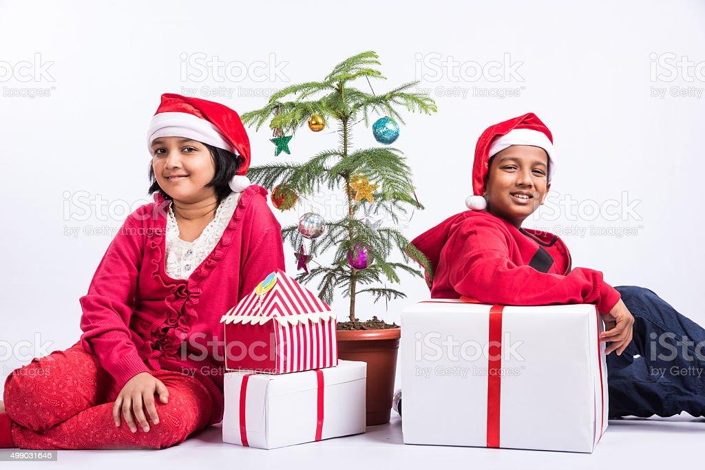 Regali Di Natale Fratello.Indian Bambini Fratello E Sorella Con Regali Di Natale Fotografie