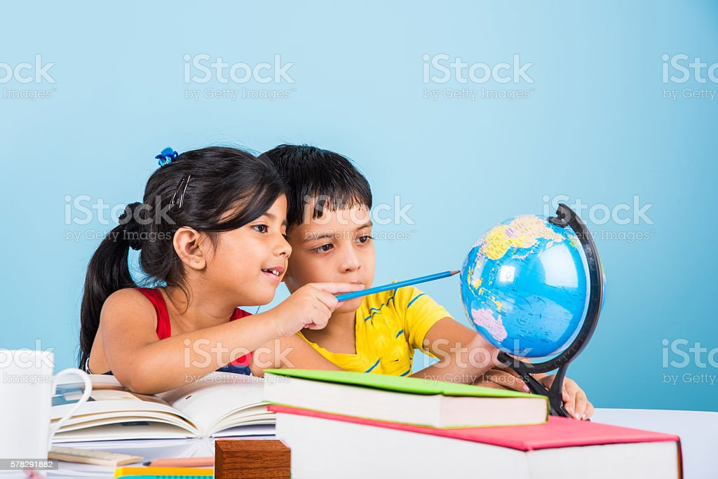 indian kids studying on study table – Foto