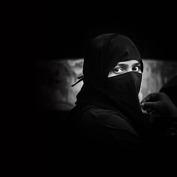 indian muslimische frau - burka stock-fotos und bilder