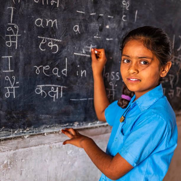 estudante indiano em sala de aula - aula de idioma - fotografias e filmes do acervo
