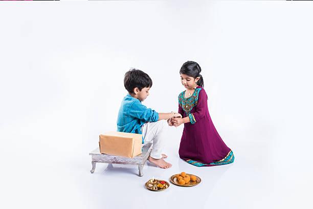 indian small girl tying rakhi to small brother on rakshabandhan – Foto