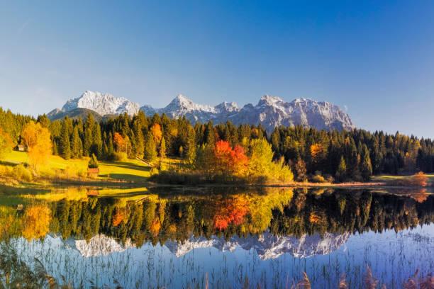 indian summer am tennsee, karwendelgebirge, bayerische alpen, xxl panorama - allgäu stock-fotos und bilder