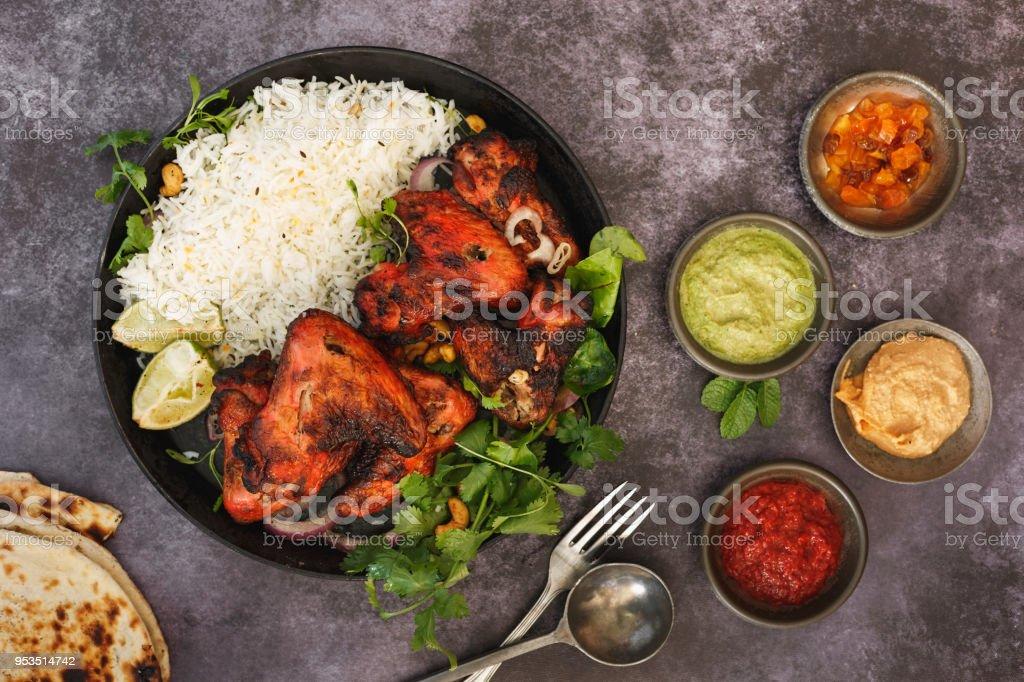 Molhos e asas de frango Tandoori indiano - foto de acervo