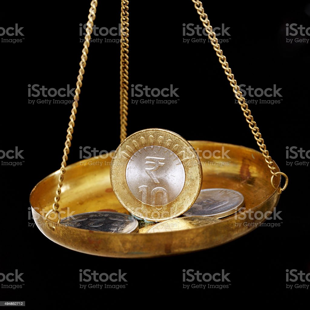Moeda de rupia indiana dez Balança da Justiça - foto de acervo