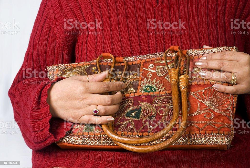 Indian artesanía tradicional bolsa con mujeres jóvenes foto de stock libre de derechos