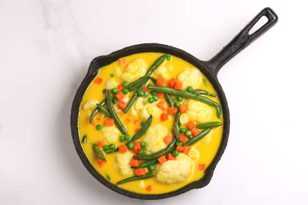 Indische vegetarische curry-Gemüse-Korma. Exemplar, Ansicht von oben – Foto