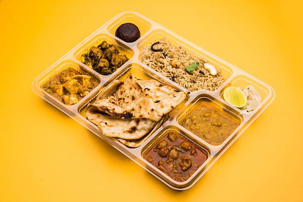 Vegetarische indische Thali, indische Thali-Paket, indische Hause Essen – Foto