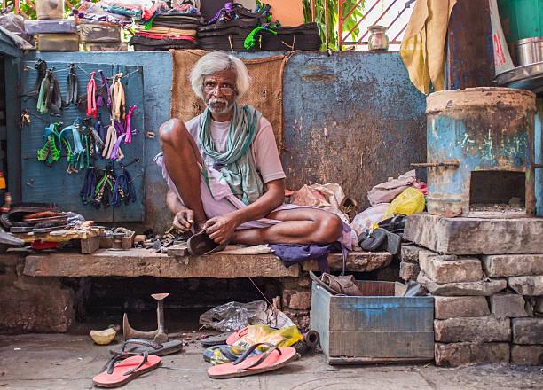 indian lieferanten - flip flops reparieren stock-fotos und bilder