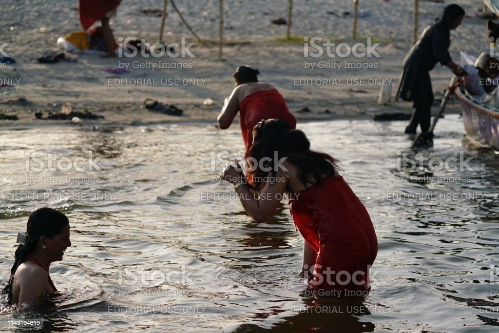 mujeres tomando baño en indio river.videos