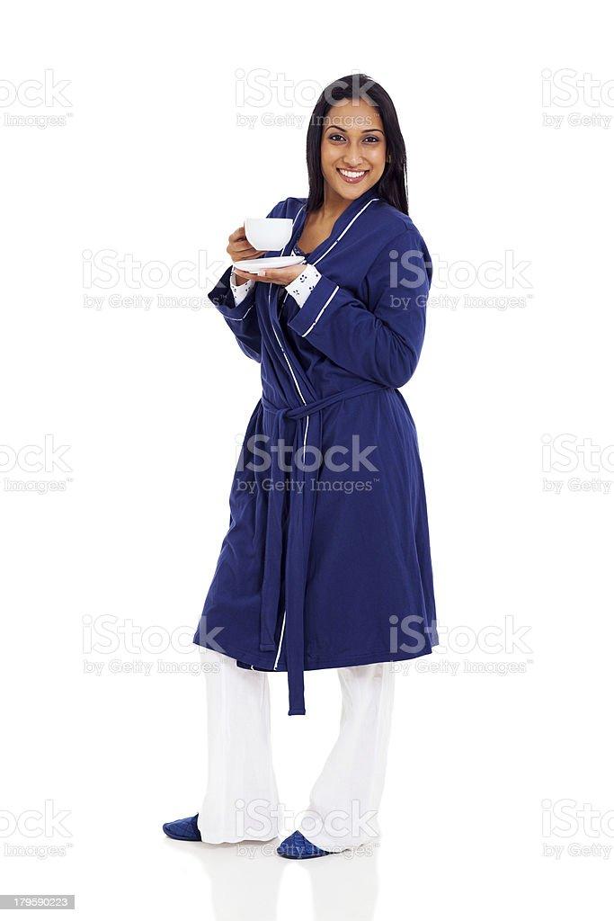 4e275e55fd Mujer India En Pijama Bebiendo Café Foto de stock y más banco de ...
