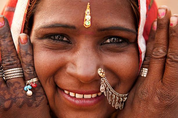 indische frau - tribal tattoos stock-fotos und bilder