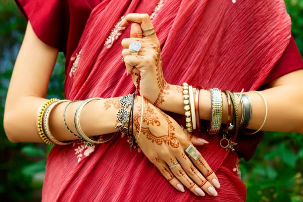 indische frau mit zubehör - buddhist tattoos stock-fotos und bilder