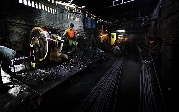 Indischer Mitarbeiter: steel works – Foto