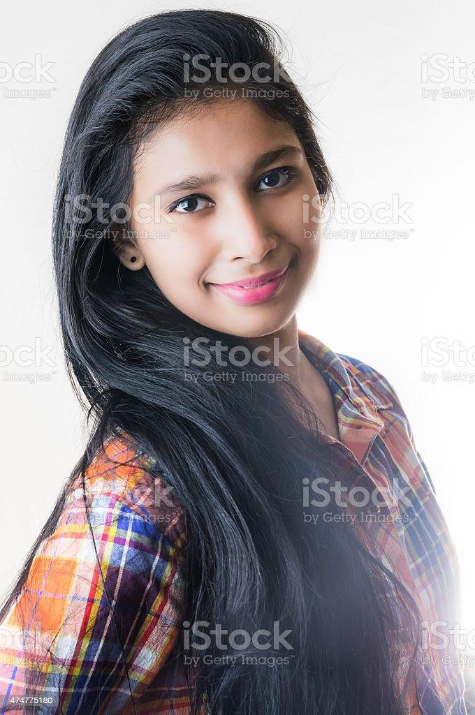인도어 소녀 세로는 순조롭습니다 쥐젖 sharp 눈 스톡 사진