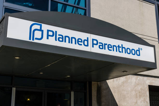 Indianapolis - Circa April 2017: Planned Parenthood Location. Planned Parenthood Provides Reproductive Health Services in the US IV Indianapolis - Circa April 2017: Planned Parenthood Location. Planned Parenthood Provides Reproductive Health Services in the US IV planned parenthood federation of america stock pictures, royalty-free photos & images