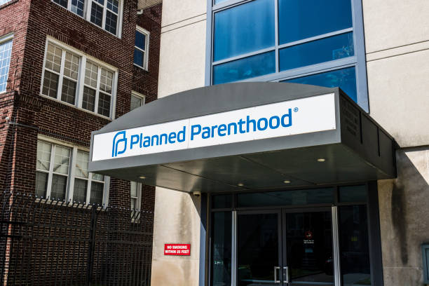 Indianapolis - Circa April 2017: Planned Parenthood Location. Planned Parenthood Provides Reproductive Health Services in the US V Indianapolis - Circa April 2017: Planned Parenthood Location. Planned Parenthood Provides Reproductive Health Services in the US V planned parenthood federation of america stock pictures, royalty-free photos & images